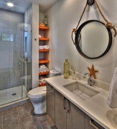 Originelle Einrichtungsideen im Bad – wie Sie Ihre Badetücher mit Stil aufbewahren - originelle einrichtungsideen im bad offenes einbauregal mit orangen brettern