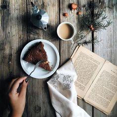Autumn breakfast by Stefania Gambella #breakfast #morning #autumn #cozy #cake #foodphotography #styling #coffee #book