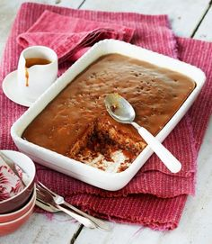 Sticky-toffee-pudding-with-caramel-sauce