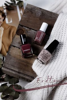 Flat Lay Photography, Makeup Photography, Creative Photography, Photo Pro, New Nail Art Design, Flatlay Makeup, Creative Instagram Photo Ideas, Cream Aesthetic, Nail Art Pictures
