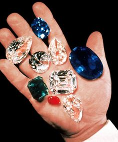 harry winston holding the 337.10-carat oval-shaped catherine the great sapphire amongst other exceptional gems