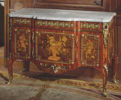 Commode by RVLC, circa 1770. Musée Cognacq-Jay, Paris © Daniel Lifermann / Musée Cognacq-Jay / Roger-Viollet