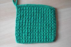 This washcloth / dishcloth is a great beginner project. Made with a simple seed stitch, it is so much nicer and thicker than store-bought dishrags. (Lion Brand Yarn)