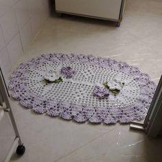 """Jogo de tapetes de crochê em barbante """"peixe"""" para cozinha Dimensões: para pia 1.30 x 0.60 / para geladeira/fogão 0.80 x 0.55"""
