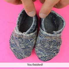 I love making baby shoes. They're fast and cute, and my babies walk holes into them so quickly. My favorite baby shoes are upcycled baby shoes with this free baby shoes pattern. Upcycling makes them f Baby Doll Shoes, Cute Baby Shoes, Baby Sewing Tutorials, Baby Sewing Projects, Doll Shoe Patterns, Baby Shoes Pattern, Free Baby Patterns, Free Pattern, Pattern Sewing