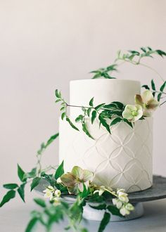 Fresh Flowers for your Cake artfully displayed.              Studio Mondine | Jen Huang Photography