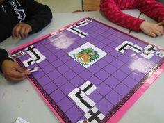 jeu des pirates - SE DEPLACER SUR UN QUADRILLAGE Play School Activities, Preschool Board Games, Library Activities, Kindergarten Activities, Coding For Kids, Math For Kids, Math Blocks, Pirate Crafts, English Games
