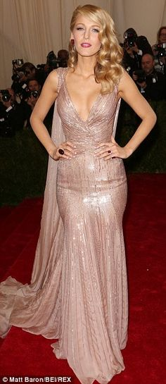 Blake Lively and Leighton Meester enjoy a red carpet reunion Striking: Blake Lively wore a champagne coloured sequined gown from Gucci - Met Gala 2014 Style Blake Lively, Blake Lively Dress, Gala Dresses, Cute Dresses, Gala Gowns, Black Lively, Gossip Girl Fashion, Red Carpet Fashion, Dream Dress