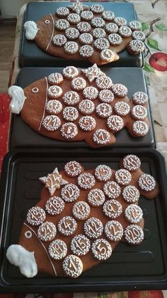 Nádherné inspirace na zdobené perníčky od našich fanoušků | NejRecept.cz Christmas Gingerbread House, Gingerbread Cookies, Cake Cookies, Biscotti, Cookie Decorating, Sugar, Desserts, Food, Gingerbread Cupcakes