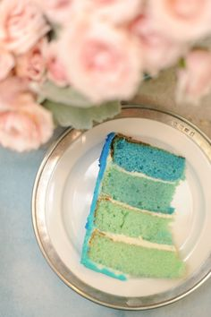 Ombre blue and aqua cake from http://stylingmyeveryday.com