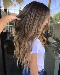 Balayage Caramel Blonde, Brown Hair Balayage, Hair Highlights, Dyed Blonde Hair, Brown Blonde Hair, Dark Hair, Dark To Light Hair, Hair Color Shades, Silky Hair