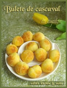 Baked Cheese Balls recipe in romanian Desserts For A Crowd, Easy Desserts, Dessert Recipes, Baked Cheese Balls Recipe, Serbian Recipes, Good Food, Yummy Food, Cooking Recipes, Healthy Recipes