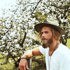 The always styling #beardsman Ben Dahlhaus (@bendahlhausofficial) switched up his suit game for one of @lackofcoloraus's equally stylish hats and a green countryside.  by @esrasam #beards #beardlife