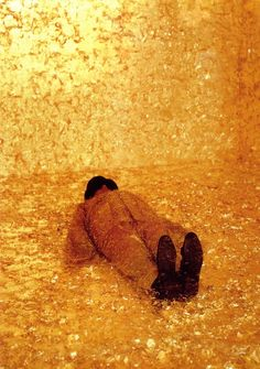 James Lee Byars - The Death of James Lee Byars (1982/94)    A gold-leaf room wherein Byars enacted his symbolic death with a glass sarcophagus and five crystals left as a bodily trace. The performance instructions read: Quietly lie down and quietly get up