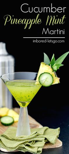 This Cucumber Pineapple Mint Martini is fantastic! The freshness from the cucumber vodka and mint pairs well with the sweetness of the pineapple juice. Cucumber Vodka Drinks, Cucumber Margarita, Cucumber Cocktail, Cucumber Juice, Vodka Cocktails, Martinis, Pinapple Juice, Pineapple Vodka, Pineapple Cocktail