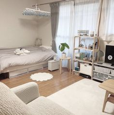 6 Creative Tips on How to Make a Small Bedroom Look Larger - aesthetic bedroom Dream Rooms, Dream Bedroom, Master Bedroom, Bedroom Green, White Bedroom, Master Suite, Deco Studio, Small Bedroom Designs, Aesthetic Room Decor
