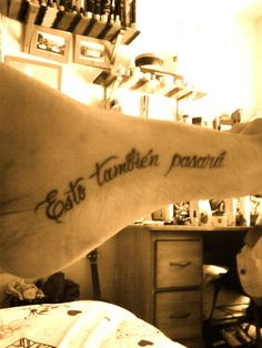 Foot tattoo. I like that it is Spanish. This too shall pass.