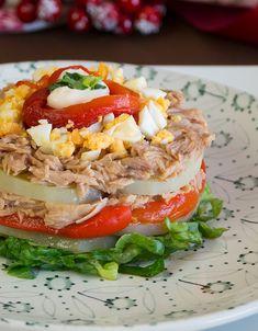 Tuna, eggs and pepper salad Salada Light, Best Tuna Salad Recipe, Clean Recipes, Healthy Recipes, Detox Diet Drinks, Good Food, Yummy Food, Mediterranean Dishes, Appetizer Recipes