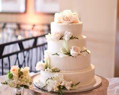 Unique, Chic and Romantic Wedding Cakes We Love