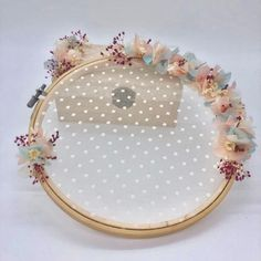 A Magical Wedding: Articles and details for weddings Hand Embroidery Flowers, Embroidery Patterns Free, Embroidery Hoop Art, Handmade Wedding Gifts, Handmade Crafts, Magical Wedding, Diy Wedding, Deco Champetre, Ring Holder Wedding