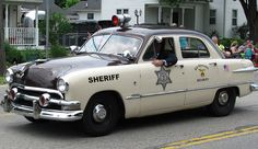 The best vintage cars hot rods and kustoms American Graffiti, Radios, Old Police Cars, Emergency Vehicles, Police Vehicles, Police Patrol, Police Police, 4x4, Ford Classic Cars