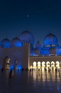 Sheikh Zayed Grand Mosque - 10 Places to visit in Abu Dhabi