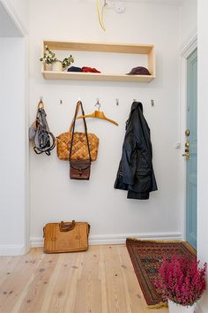 great entrance idea for small entrance room