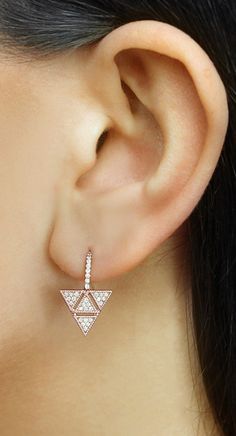 Just as versatile as your favorite pair of studs, this sculptural rose gold drop earring will edge up your look in seconds. #diamonds #earrings #danarebecca
