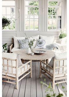 Zeer mooie bamboe lounge stoel van Tine K Home. De TineKhome bamboe lounge stoel is prima geschikt voor binnen en buiten en bijzonder mooi op uw terras .
