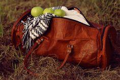 """Für alle Strapazen gewappnet und dabei auch noch stylisch – das ist """"Albert"""". Die Reisetasche aus naturgegerbtem Ziegenleder steht auf Süd- und Nordklima, auf Fernreisen und Wochenend-Trips - Weekender - Lederreisetasche - Gusti Leder - R33b"""