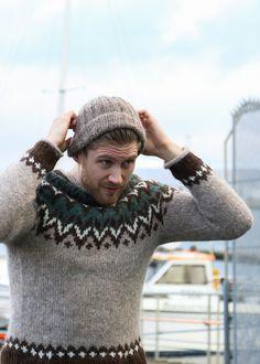 Riddari - Oshop.is Icelandic Sweaters, Wool Sweaters, Men's Knitwear, Sweater Cardigan, Men Sweater, Nordic Sweater, Sweater Weather, Old Women, Knit Crochet
