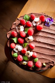 Birthday layered cake with chocolate and raspberries - Torta di compleanno a strati con cioccolato e lamponi