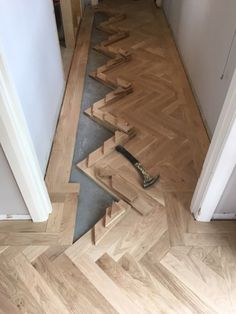 Gluing in the pieces. Gluing in the pieces.Gluing in the pieces.Oak parquet in a Herringbone pattern. Oak Parquet Flooring, Hallway Flooring, Wooden Flooring, Kitchen Flooring, Hardwood Floors, Flooring Ideas, Laminate Flooring, Home Renovation, Home Remodeling