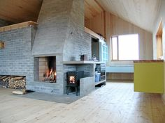 Gorgeous open cabin by architect Lie Oyen located in Alfjellet. Kitchen set up on the fireplace in the center of the cabin Kitchen Set Up, Interior Photo, Interior Design, Cabins And Cottages, Photo On Wood, Winter House, Architecture Design, Scandinavian, Inspiration