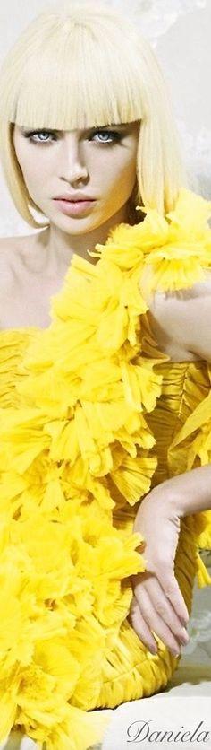 Yellow Fashion, Colorful Fashion, Mellow Yellow, Bright Yellow, Yellow Orchid, Jaune Orange, She's A Lady, Glamour, Beautiful Mind