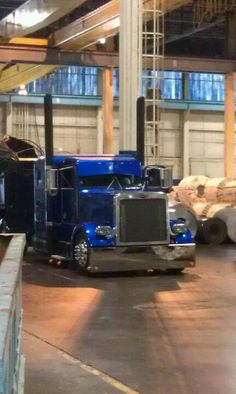 Awesome Peterbilt. looks like the same truck on my board again that black stack and this hue of blue. no matter I like lots of camera angles