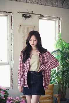 Modern Fashion Outfits, Daily Fashion, Trendy Fashion, Fashion Models, Fashion Dresses, Fashion Looks, Korean Fashion Shorts, Korea Fashion, Study Outfit
