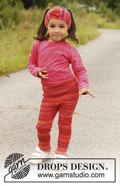 """De här byxorna håller jag på att sticka till Emelie i rosa/beige. Hon har redan dem i den färgen som är på bilden, som mormor stickat. Superbra höst och vår under överdragsbyxorna!  Ribbstickade DROPS tights i """"Fabel"""". Stl 3 till 12 år ~ DROPS Design"""