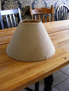 good tutorial on covering a lampshade with burlap - I have a lamp shade I need to do this to