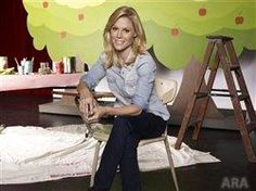 Get advice from one of the stars of Modern Family, Julie Bowen. Julie Bowen shares her best parenting tips, beauty secrets and more. Julie Bowen Hair, Perfect Wife, Corporate Fashion, Modern Family, Working Moms, Ladies Day, Pretty Woman, Beautiful Women, Gorgeous Eyes