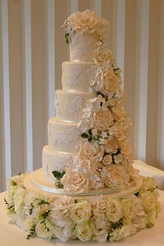 Cascading flowers. by Sweet Tiers Cakes (Hester), via Flickr