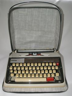 Vtg 1970 Brother Deluxe 1350 portable typewriter & case new black red ribbon GWO