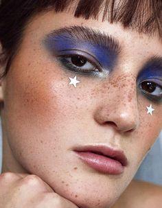 Red Lip Makeup, Kiss Makeup, Beauty Makeup, Sparkle Makeup, Glitter Eye Makeup, Charlize Theron, Makeup Inspo, Makeup Inspiration, Concealer