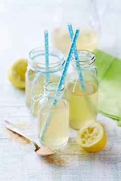 Selbstgemachte Zitronen-Limonade   Zeit: 20 Min.   http://eatsmarter.de/rezepte/selbstgemachte-limonade