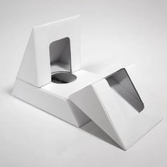 If Cleopatra needed a box to house her fragrance oil, the Hinged Triangle Box would be it. #packaging