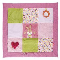 Weich wattierte Baby Krabbeldecke mit abklettbarem Spiegel und Herz. Größe: 100x100 cm http://www.sigikid-shop.de/fashion/de/shop/babywelt/geschenke-geburt/bababu-bulalu/Krabbeldecke+Bungee+Bunny/?card=4422