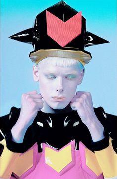 Turbo Yulia, styliste contemporaine au style futuriste