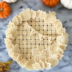 10 Fall Pie Crust Designs – Pies Before Guys Happy fall y'all! Pie season is officially here. (I personally think it's pie season, year round…but that's just me). If you're anything like me, you have a lot of pie… Vodka Pie Crust, Creative Pie Crust, Beautiful Pie Crusts, Pie Crust Designs, Pie Decoration, Pies Art, Pie Tops, Thanksgiving Pies, Pie Crust Recipes