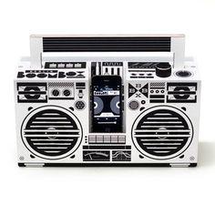 Berlin Boombox : le Ghetto Blaster en kit et carton à faire soi-même Boombox, Top Tech Gifts, Mobile Speaker, Smartphone, Shops, Stereo Amplifier, Gadget Gifts, Docking Station, Wireless Speakers