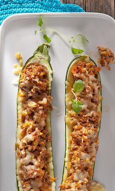 Jauhelihatäytteiset kesäkurpitsat   Maku I Love Food, Good Food, Yummy Food, My Favorite Food, Favorite Recipes, Salty Foods, Cooking Recipes, Healthy Recipes, Keto